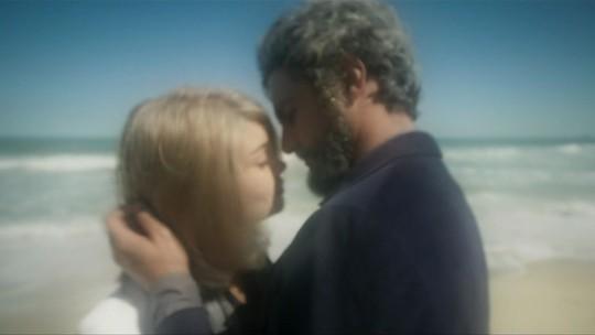 Alice e Renato envelhecem juntos; confira todos os desfechos de 'Os Dias Eram Assim'