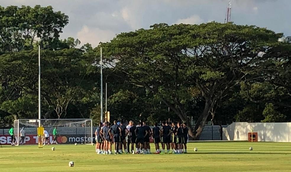 Treino da seleção brasileira em Singapura — Foto: Raphael Zarko