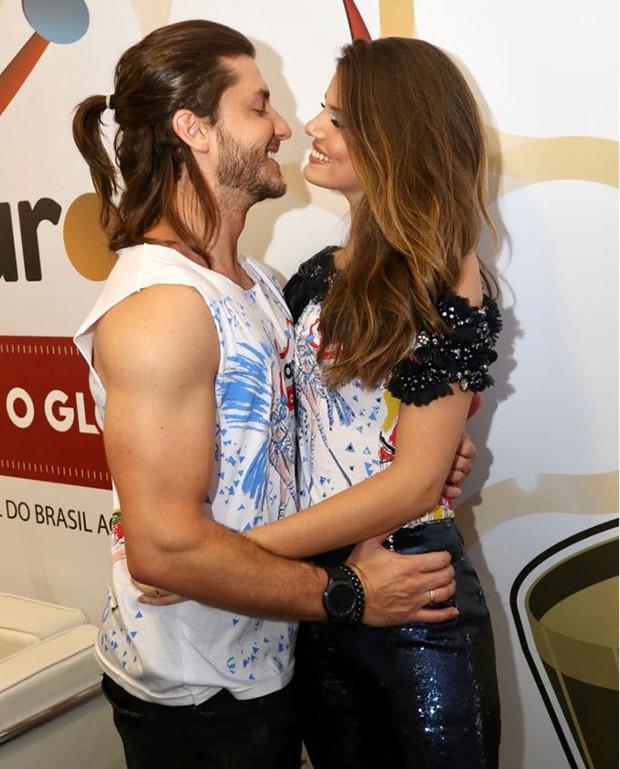 Klebber Toledo e Camila Queiroz (Foto: Daniel Janssens/ Ed.Globo)