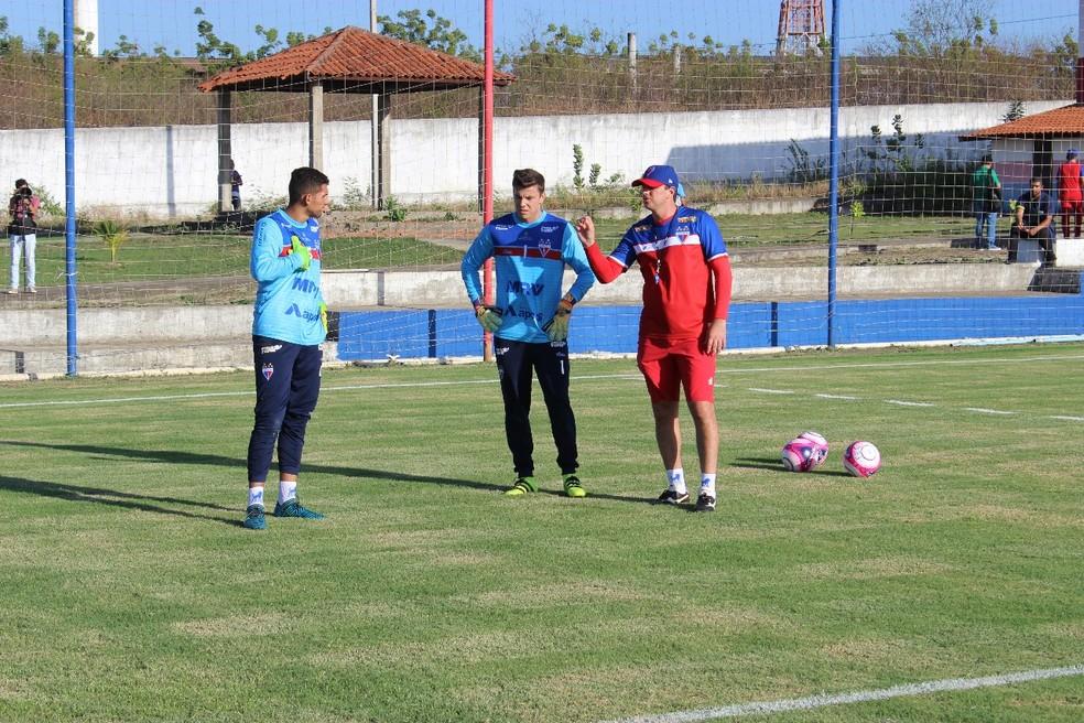 Rogério Ceni, técnico do Fortaleza, treina os goleiros do clube (Foto: Paulo Matheus/Fortaleza)