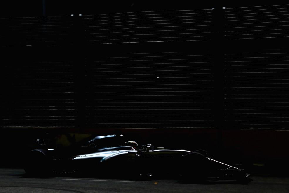 Lewis Hamilton passou apagado no treino classificatório do GP de Cingapura (Foto: Getty Images)