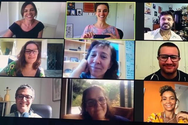 Marta Rangel (pesquisadora), Priscila Steinman (autora), Rodrigo Fonseca (jornalista), Laura Rissin, Isabel Muniz, Tarcísio Lara Puiati, Mário Vianna (colaboradores), Márcia Prates (autora) e Natália Balbino (colaboradora) (Foto: Arquivo pessoal)