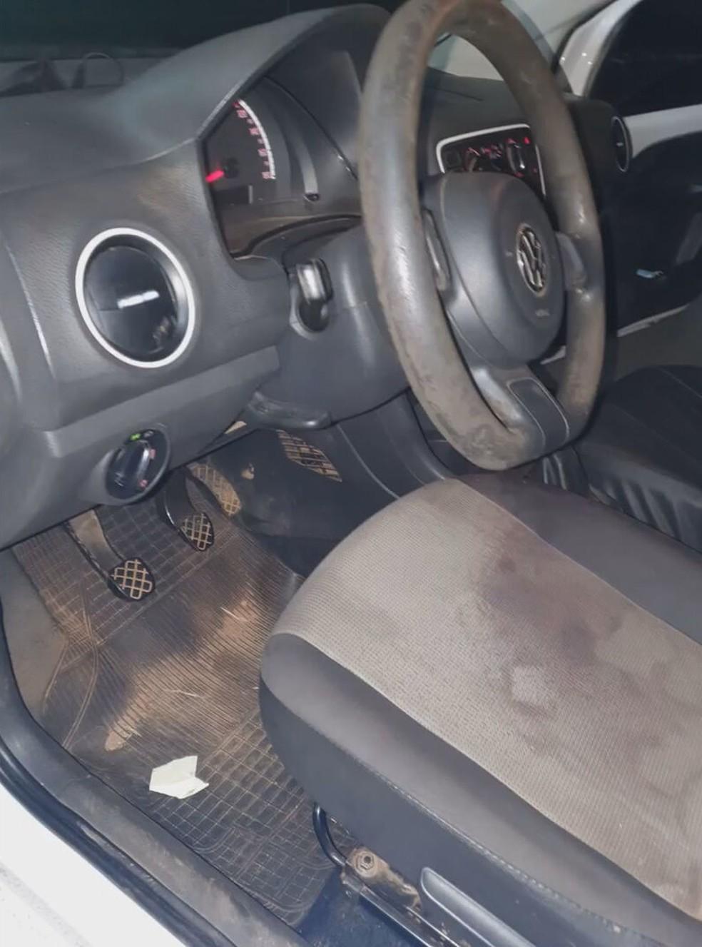 Carro onde homens foram encontrados baleados no DF — Foto: Reprodução
