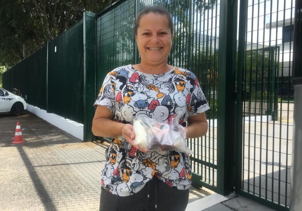 Vendedora conta que já chegou a vender R$ 5 mil em geladinhos — Foto: Marília Moraes/G1