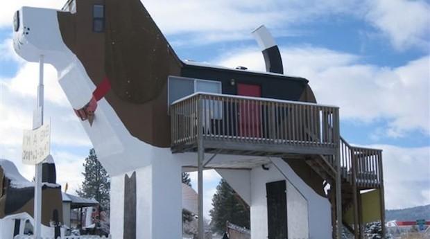 Hotel conta até com sacada, com vista para a fazenda do casal responsável pelo Dog Bark Park Inn (Foto: Divulgação)