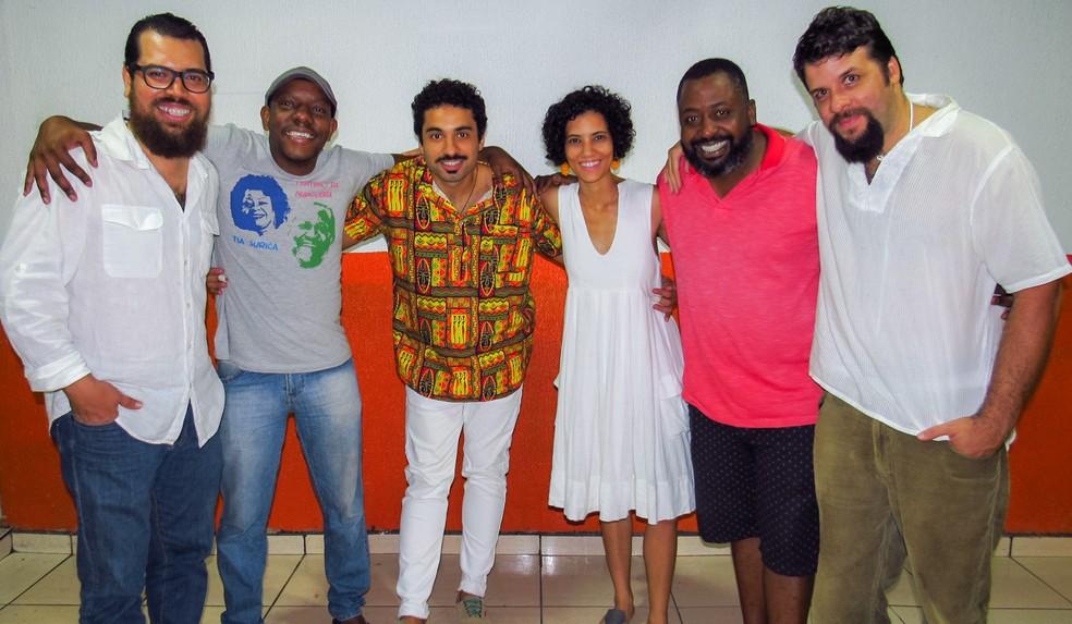 Grupo da roda de samba 'Que trabalho é esse?', realizada semanalmente no Setor Comercial Sul, em Brasília — Foto: Lorena André/Divulgação