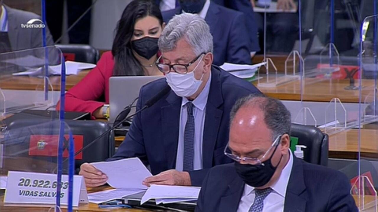 VÍDEOS: relator da CPI da Covid, Renan Calheiros faz a leitura do relatório final