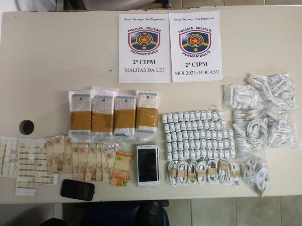 Material apreendido com contrabandistas em Cabrobó, PE (Foto: Divulgação/ 2ª CIPM)