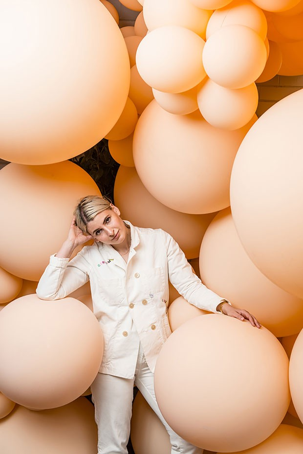 Instalação de sete mil balões biodegradáveis da artista Jihan Zencirli, conhecida como Geronimo, na Semana de Design de Melbourne (Foto: Reprodução/ eugene hyland)