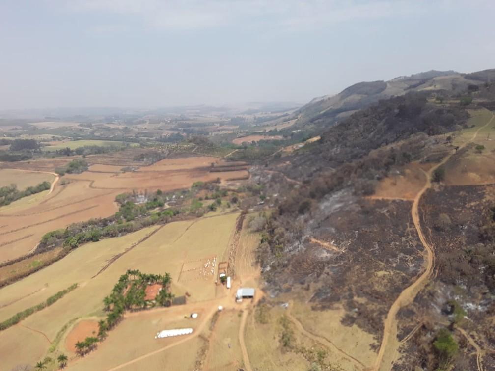 Fogo destruiu área no Pico do Gavião em Andradas (MG) — Foto: Corpo de Bombeiros
