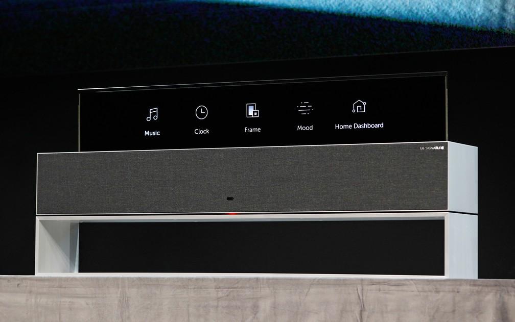 TV da LG pode ser guardada em caixa e ser usada apenas parcialmente, para controles de áudio — Foto: John Locher/AP