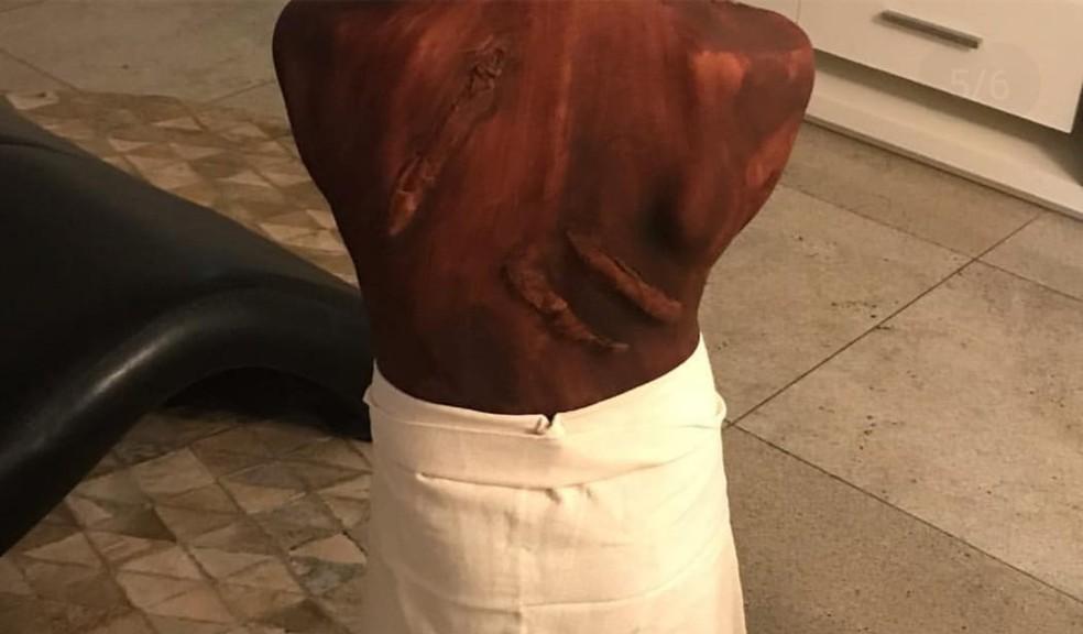 'Fantasia' de escravo de menino de 9 anos causou repercussão na internet  — Foto: Reprodução