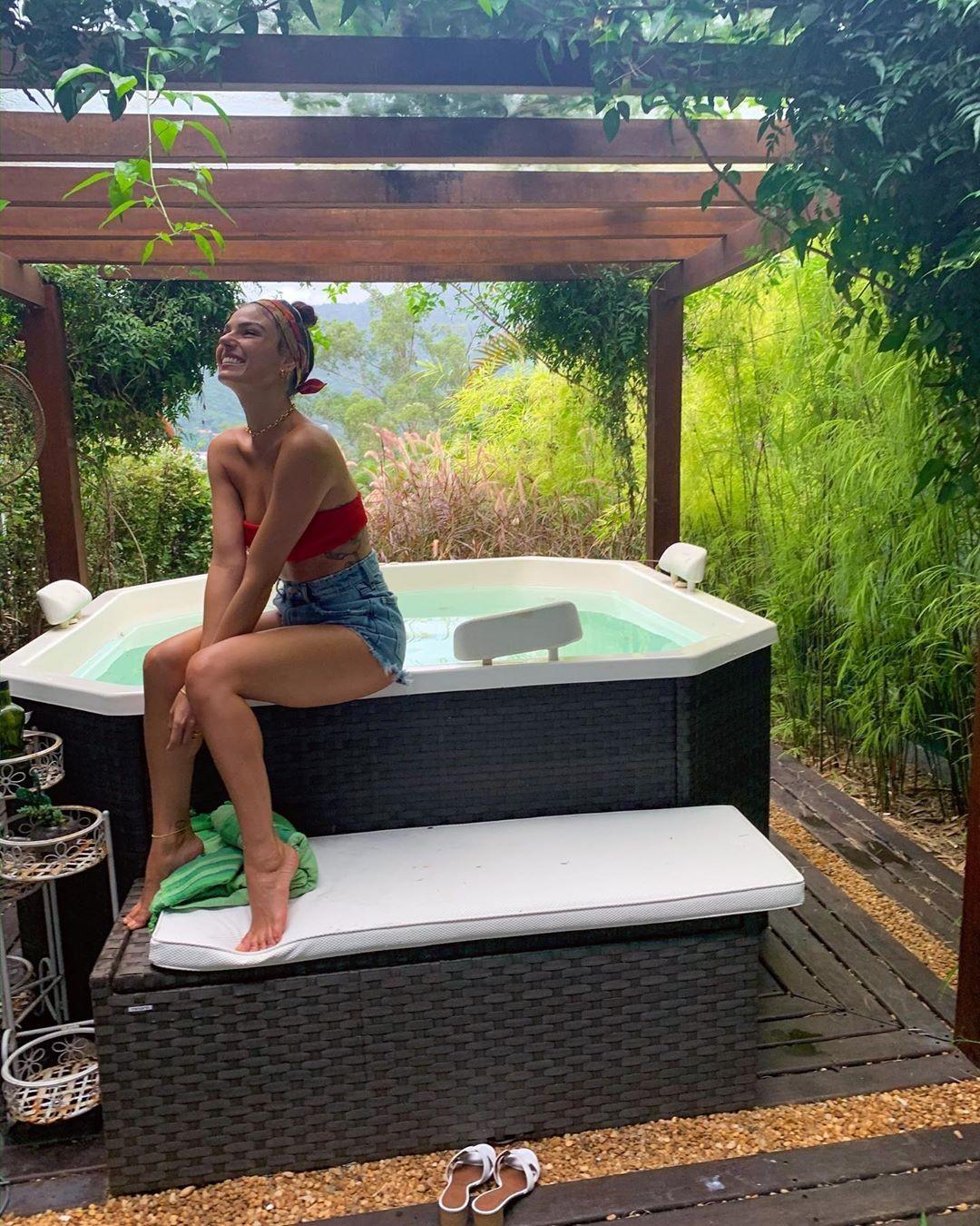 Isis Valverde mostra mini spa (Foto: Reprodução/Instagram)