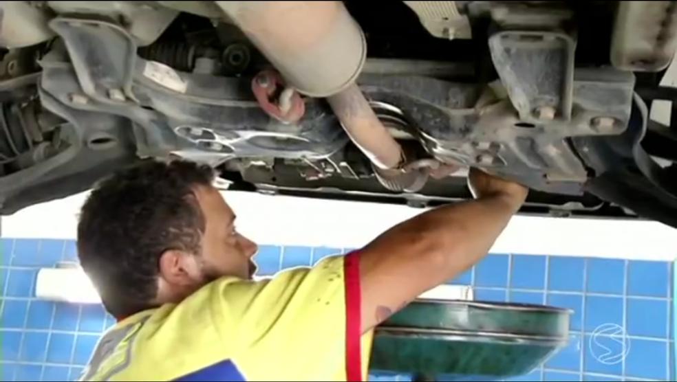 Há vagas para a área de mecânica (Foto: Reprodução/TV Rio Sul)