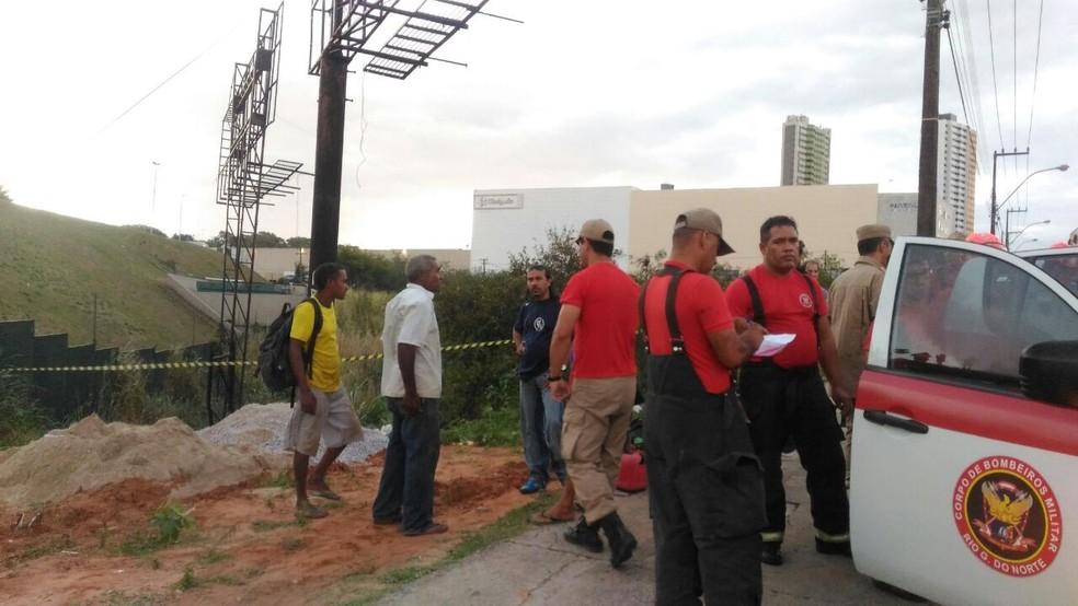 Um trabalhador morreu soterrado (Foto: Fernanda Zauli/G1)