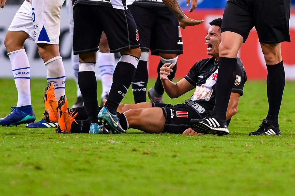 Paulinho após lesionar o cotovelo esquerdo (Foto: Yuri Edmundo/BP Filme)
