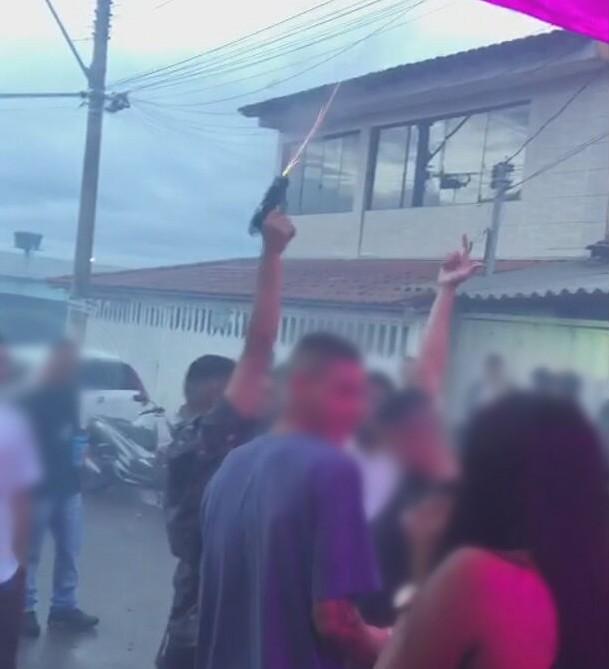 Justiça condena dois homens  filmados atirando para o alto em festa no DF