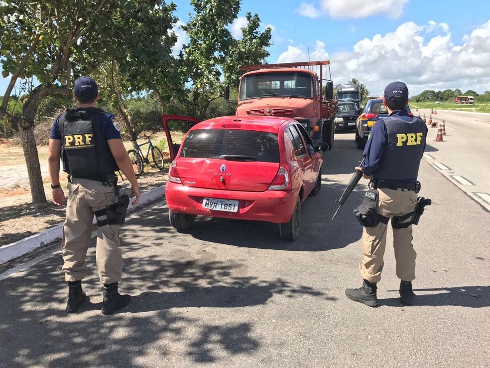 Carro roubado da Miss RN circulava na Grande Natal com placas falsas  (Foto: Divulgação/ PRF)