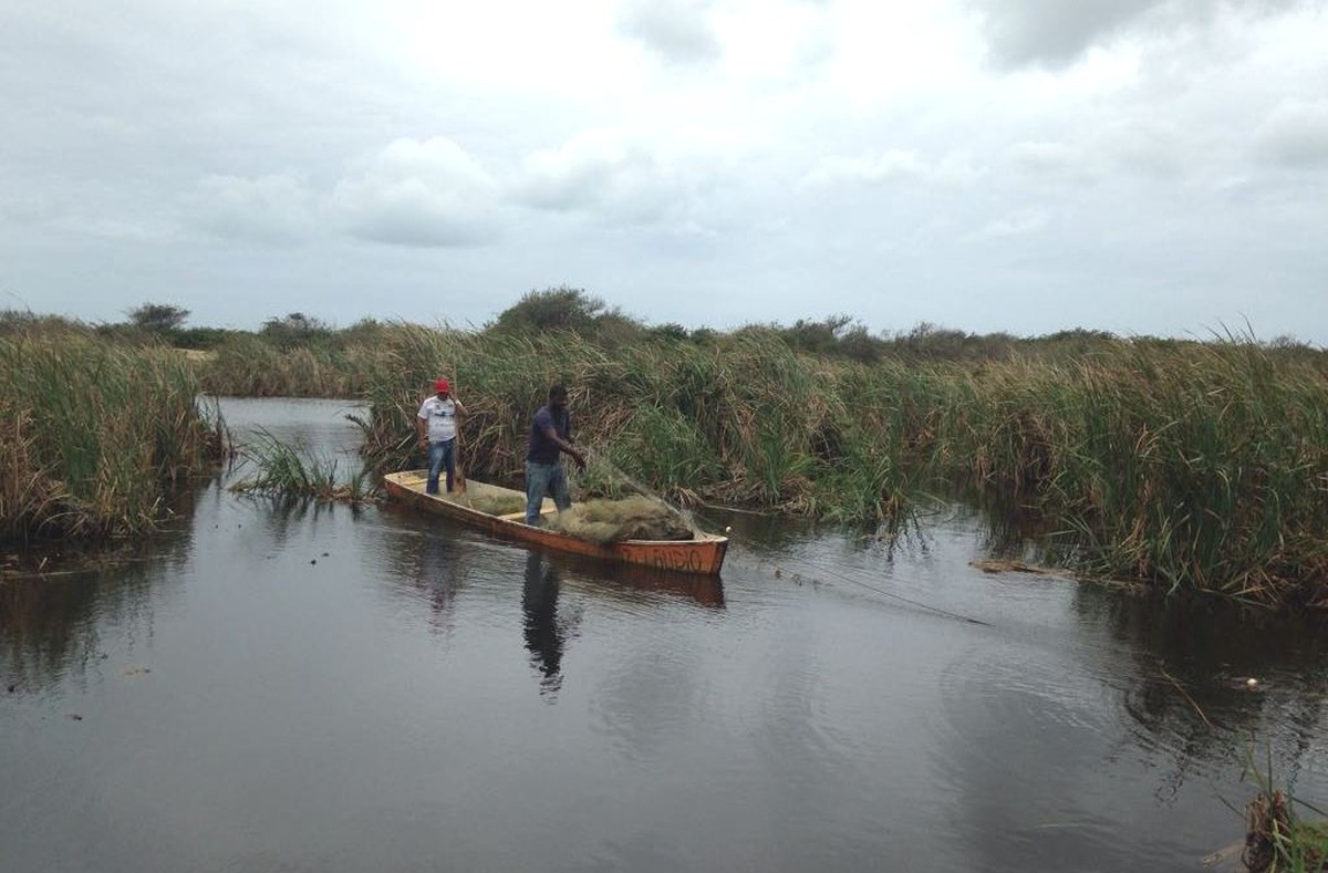 Material de pesca é apreendido em operação na Lagoa de Gargaú, em São Francisco de Itabapoana, no RJ