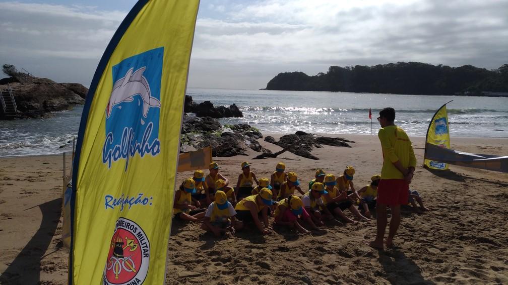 Centenas de crianças são atendidas pelo projeto Golfinho no Litoral Norte (Foto: Corpo de Bombeiros/Divulgação)