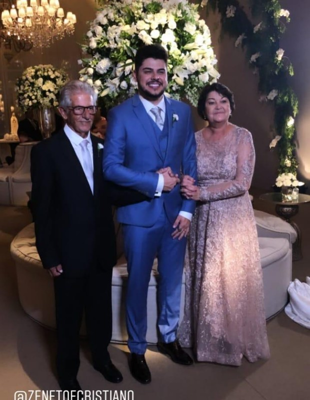 Sertanejo Cristiano e os pais (Foto: Reprodução/Instagram)