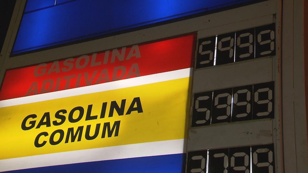 Preço da gasolina a R$ 5,99, em posto que chegou a cobrar R$ 9,99 durante a greve (Foto: Reprodução/TV Globo)