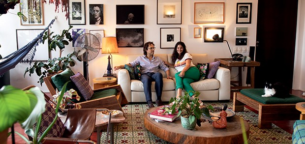 Lifestyle decor - O casal no sofá (Foto: Carol Gherardi)