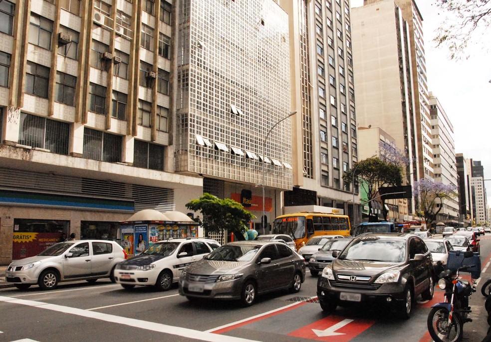 Agora, motoristas devem emitir a guia de pagamento do CRLV (Foto: Divulgação/Detran/PR)