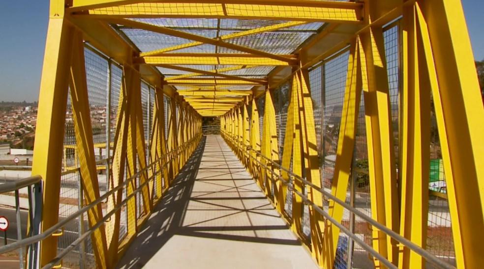 A nova passarela fica no quilômetro 723 da rodovia Fernão Dias em MG. (Foto: Reprodução/EPTV)