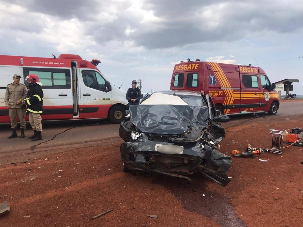 Além do idoso, veículo transportava outras duas pessoas que ficaram feridas — Foto: Vinícius Rangel/TVCA