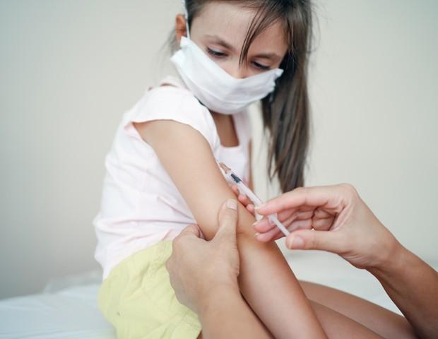 China aprova uso emergencial da Coronavac para crianças a partir dos 3 anos  - Revista Crescer | Saúde