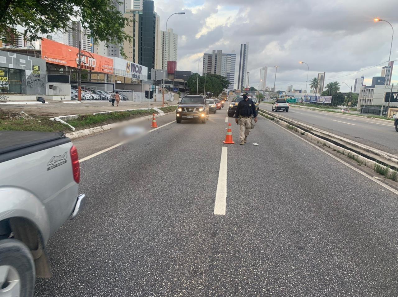 Colisão entre carro e moto deixa uma pessoa morta, na BR-230, em João Pessoa