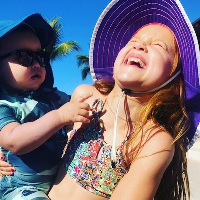 Jessica Alba com o caçula (Foto: Reprodução Instagram)