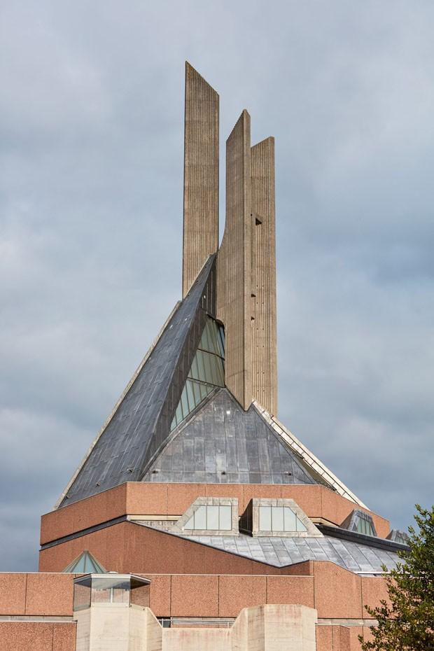 Reforma preserva arquitetura brutalista de igreja em Bristol (Foto: Divulgação)