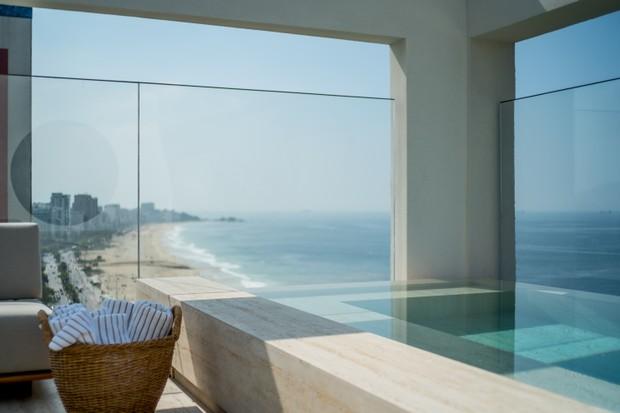 A piscina de borda infinita para o horizonte fica no 18º andar (Foto: divulgação)