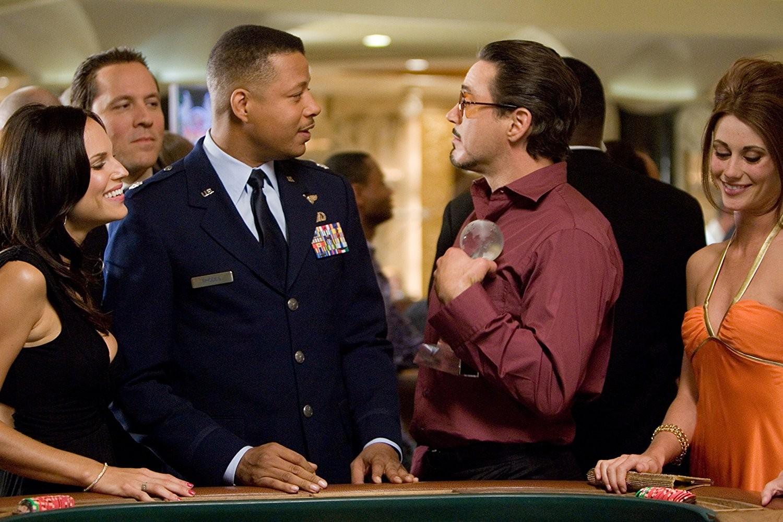 Robert Downey Jr., Terrence Howard e Jon Favreau em Homem de Ferro (2008) (Foto: Divulgação)
