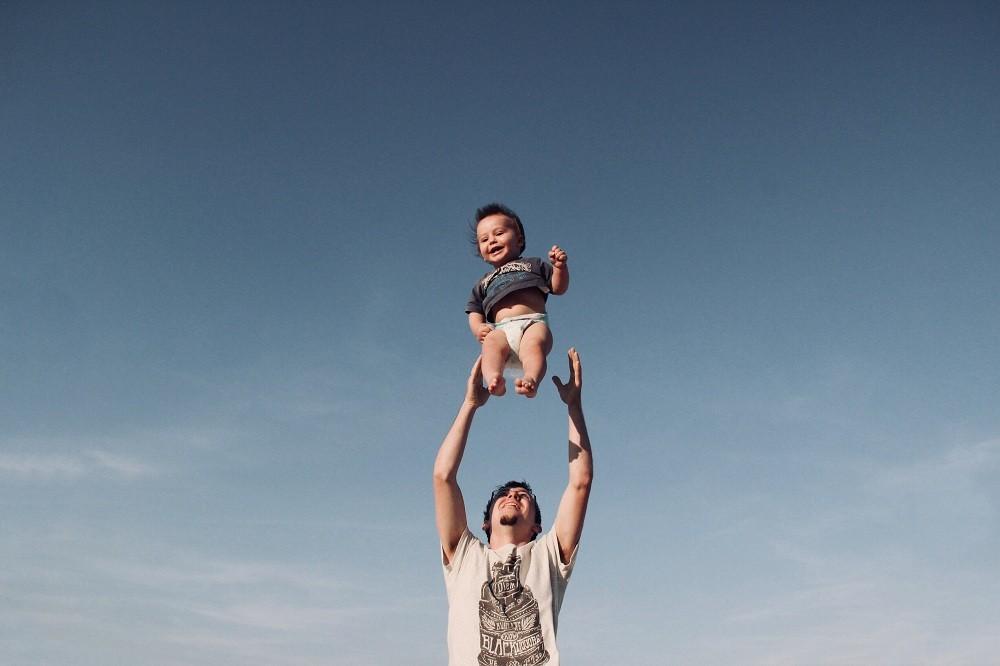 O pai pode colocar a autoestima do filho lá em cima ou derrubá-lo (Foto: Pexels/ Studio 7042)