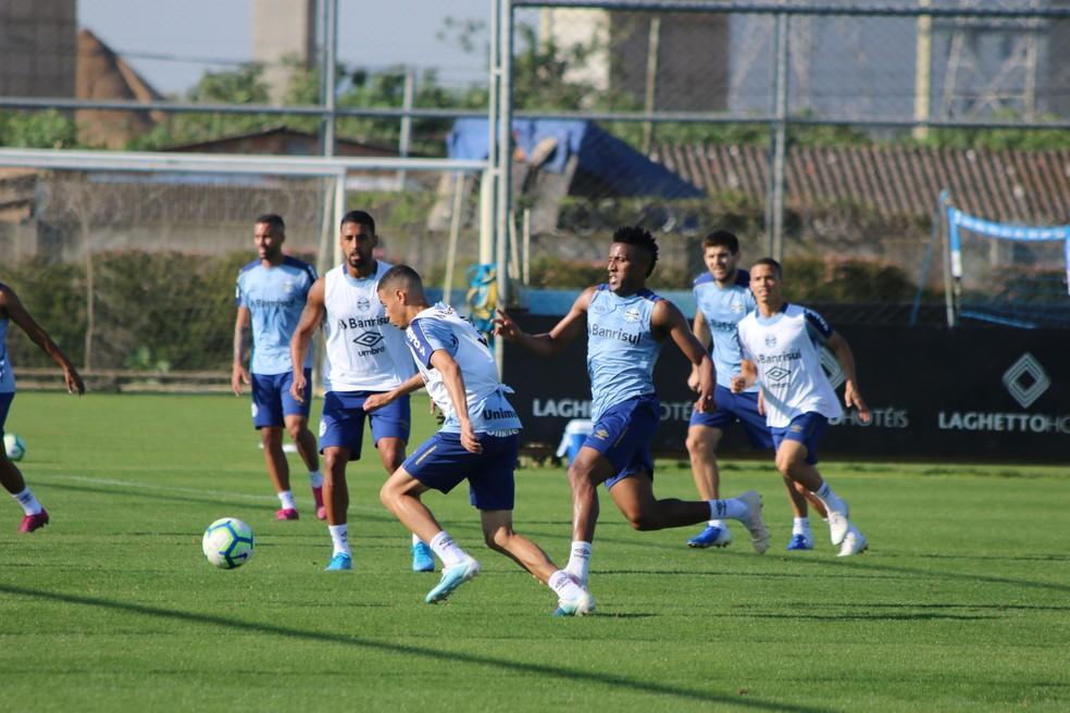 Cortez participa normalmente de treino — Foto: Eduardo Moura