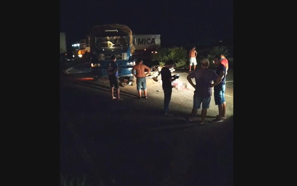 Ao menos duas pessoas morreram no acidente — Foto: Reprodução/Redes sociais