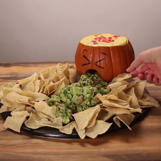 """Abóbora que """"vomita"""" molho é ideia de décor mais incrível para Halloween  (Foto: Pinterest/Reprodução)"""