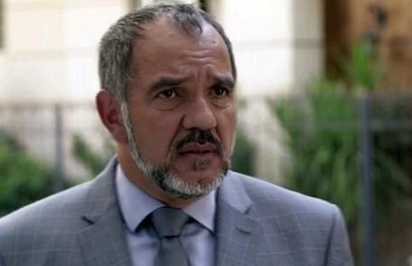 Na segunda-feira (3), Germano (Humberto Martins) chega à delegacia e revela a Eliza (Marina Ruy Barbosa) que é seu pai TV Globo