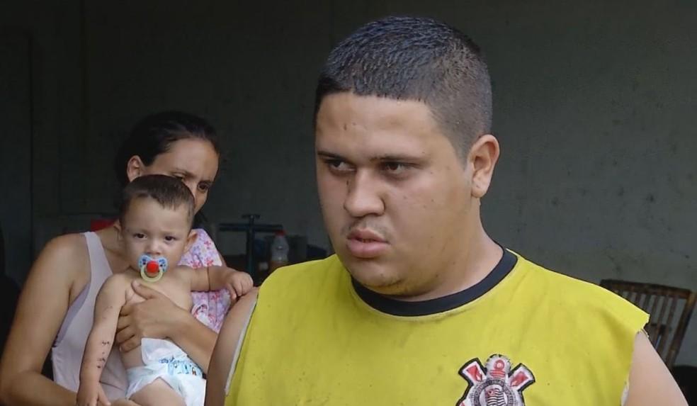 Pai viu o momento que o macaco desceu da árvore e começou a morder o bebê em Ourinhos  — Foto: TV TEM / Reprodução