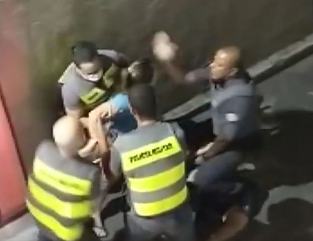 VÍDEO: Policial militar dá tapa no rosto de mulher durante confusão em São João da Boa Vista