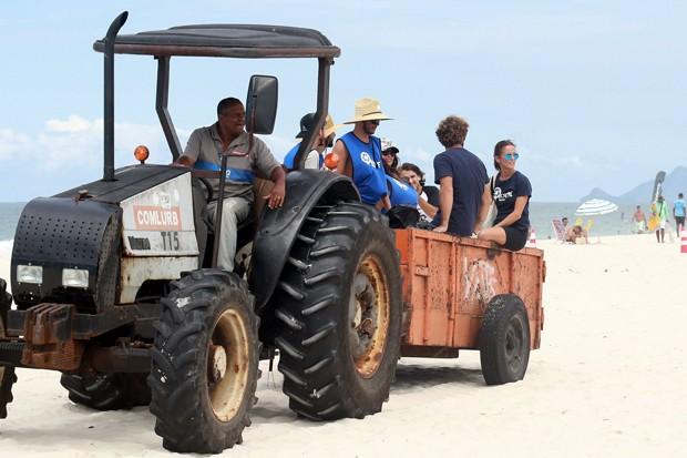 Famosos participam da Ação de Limpeza na Barra da Tijuca (Foto: AgNews)