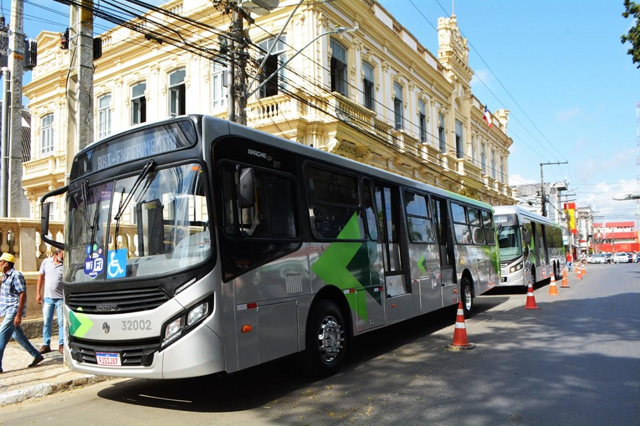 Gratuidade na fase de teste dos ônibus BRT em Feira de Santana é suspensa e transporte passa a ser pago