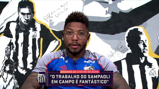 """Marinho elogia cobrança frequente de Sampaoli no Santos e brinca: """"Esse cara é maluco"""""""