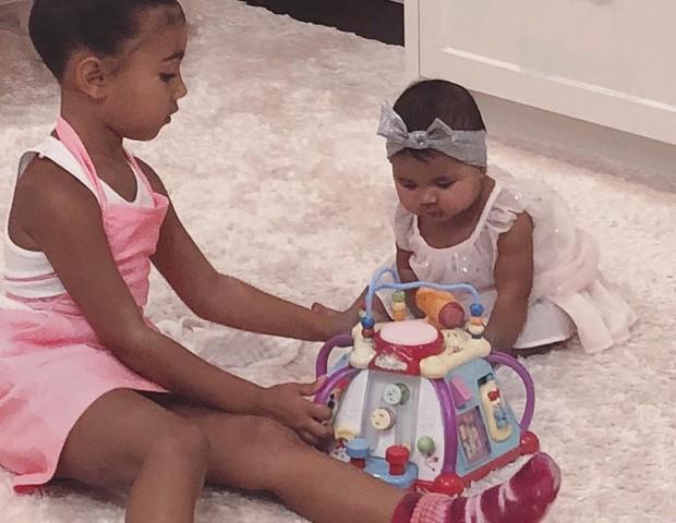 Filhos de Kim brincando juntos (Foto: Reprodução Instagram)