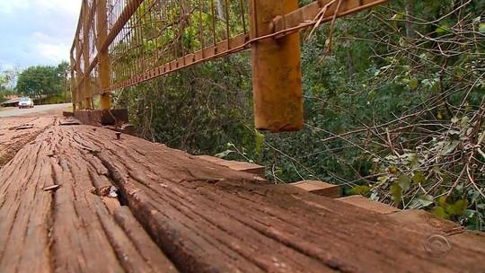 Estrutura precária de ponte coloca em risco a segurança de pedestres e motoristas na ERS-162, em Santa Rosa
