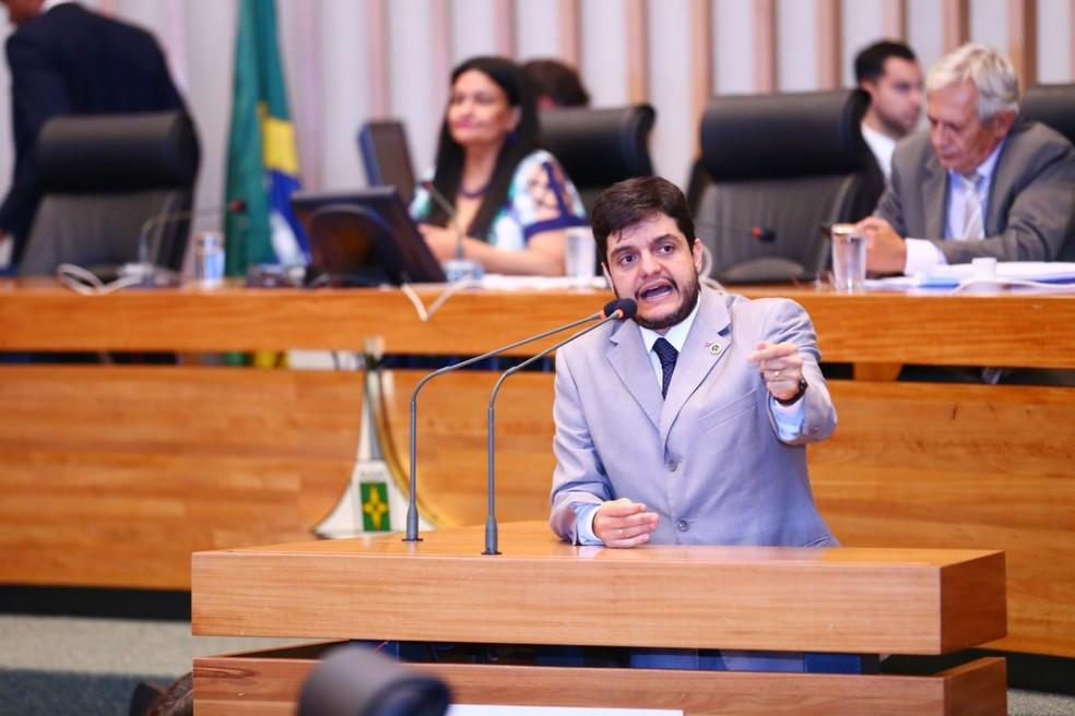 O deputado Rodrigo Delmasso, na CLDF — Foto: Rogério Lopes/Divulgação
