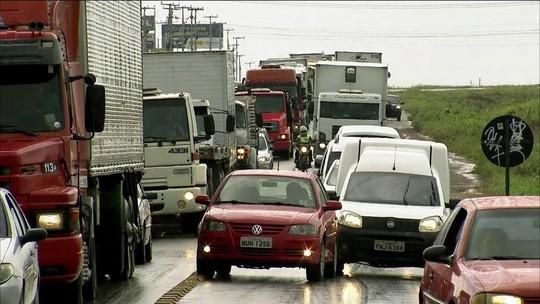 Caminhoneiros protestam em 17 estados contra preço do diesel